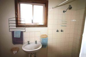 Cabin1-bathroom-1200x675